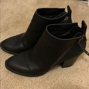 BLACK ANKLE BOOTS / BOOTIES!  REALLY CUTE!
